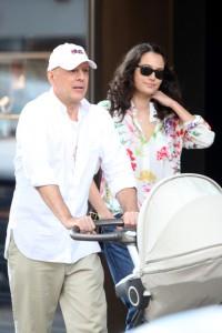 Bruce+Willis+wife+Emma+Heming+take+stroll+X_sgVofiunpl