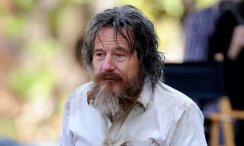 bryan-cranston-looks-unrecognizable-as-homeless-man-in-wakefield-set-photos